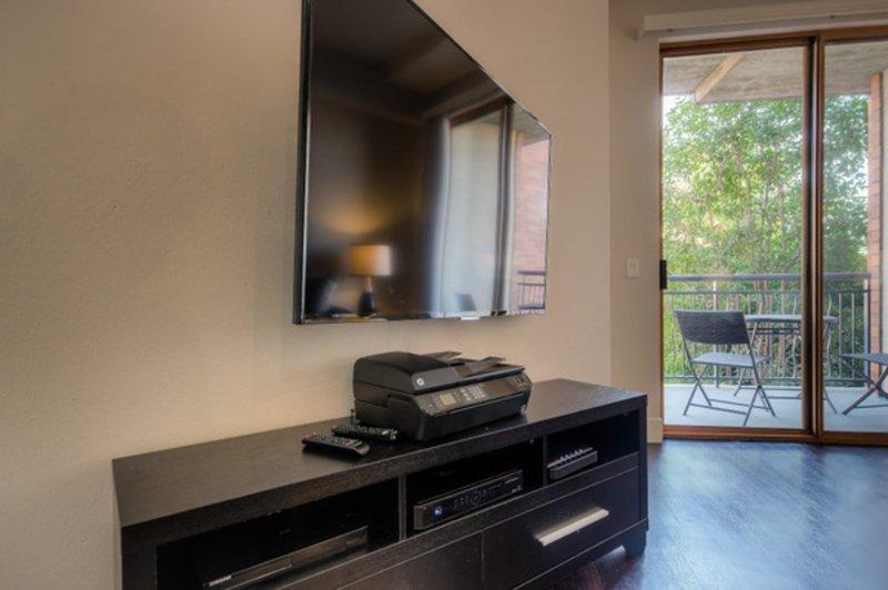 SPACIOUS AND ELEGANT 2 BEDROOM, 2 BATHROOM APARTMENT - Image 1 - Los Angeles - rentals