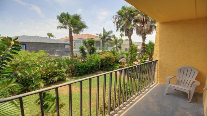 Cozy Texas condo w/shared hot tub & pool, near beach access, nightlife & more! - Image 1 - South Padre Island - rentals