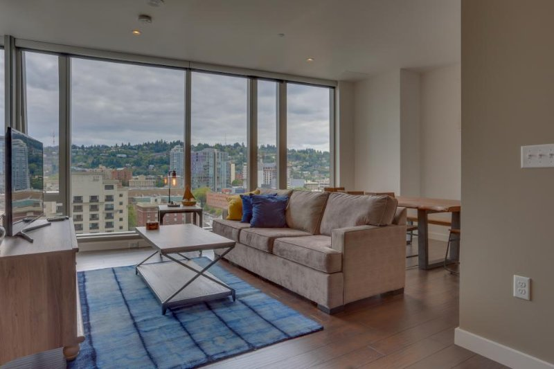 Upscale condo w/ gorgeous city views & prime downtown location! Dogs ok! - Image 1 - Portland - rentals