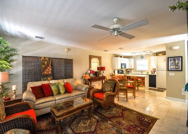 Duval Square Retreat: A beautiful condo steps from the action - Image 1 - Key West - rentals