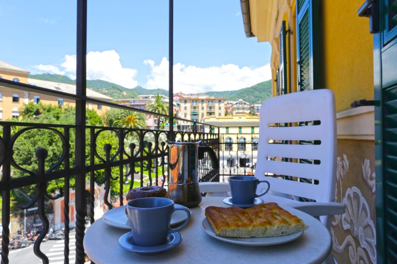 Balcony with little table for breakfast - Libra - Top comfort in the heart of Rapallo - Rapallo - rentals
