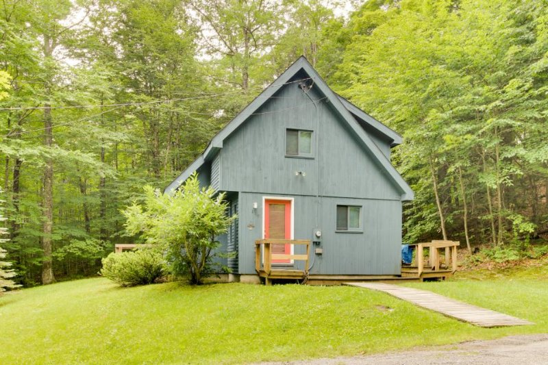Classic, dog-friendly cabin in the woods w/ private deck - Image 1 - West Dover - rentals