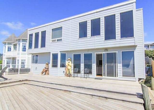 Breathtaking Views from this Six-Bedroom Oceanfront Beauty! - Image 1 - Lincoln City - rentals