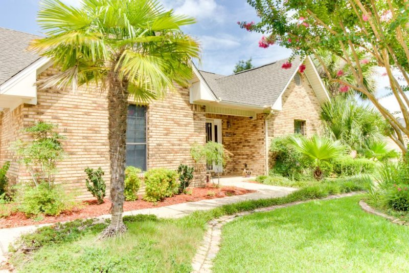 Large home w/ private pool & hot tub, right on golf course! - Image 1 - Navarre - rentals