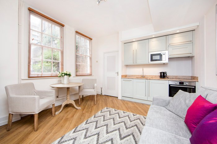 Beautiful Mayfair apartment with 2 bedrooms just 2 minutes walk from Oxford Street - Image 1 - London - rentals