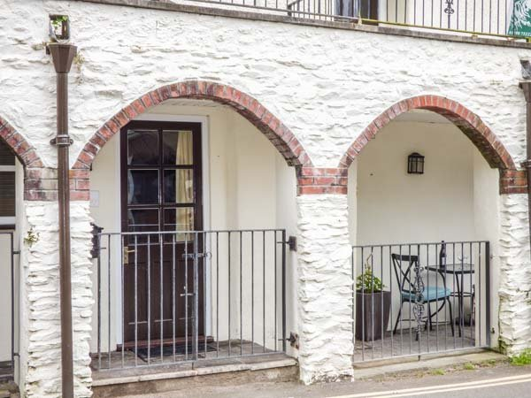 THE HIDEAWAY ground floor, woodburner, pet-friendly, walks and cycle routes nearby, in Lynmouth Ref 936804 - Image 1 - Lynmouth - rentals