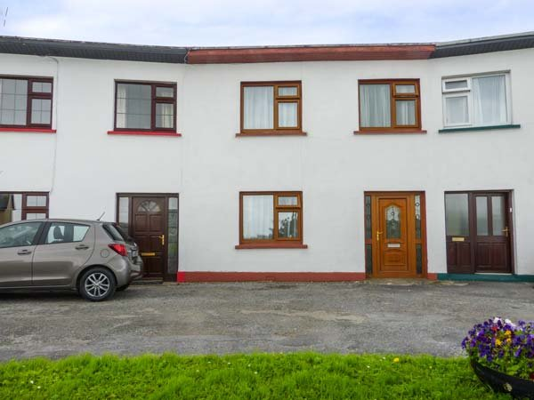 THE CRESENT COTTAGE, mid-terraced house with BBQ, WiFi, close to Trump International and Lahinch Golf Links, in Miltown Malbay, Ref 68989 - Image 1 - Milltown Malbay - rentals