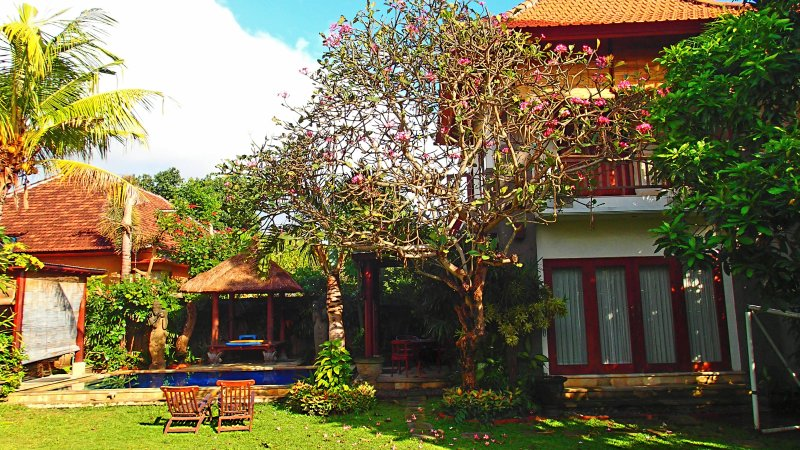 Self contained Villa, Pool, Thatched Bale, kitchen, Garden, Super fast fibre optic internet 10MBPS - Cosy 2 Storey Villa, Pool, Garden, Fibre Internet - Sanur - rentals