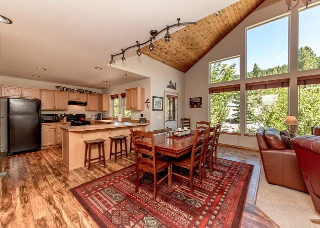 3rd Nt FREE! Upscale Family Cabin Nr Suncadia*Covered Hot Tub 3BR,Slp9 - Image 1 - Cle Elum - rentals