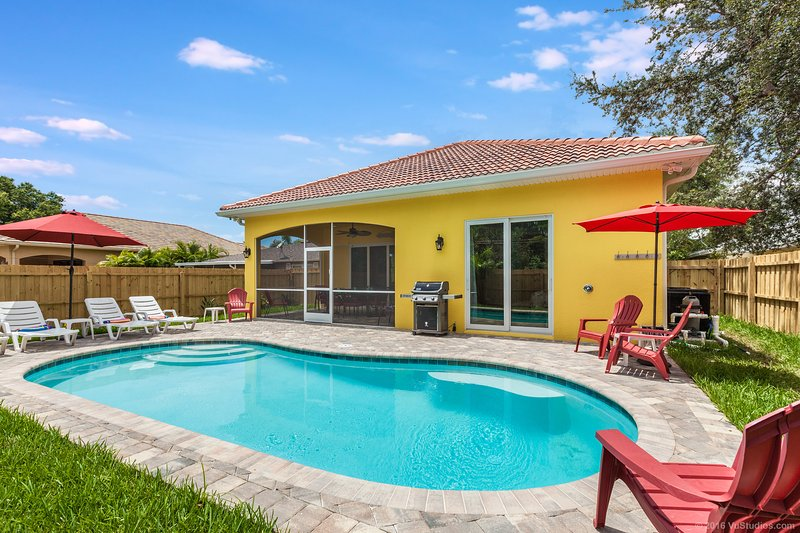 Large heated private pool surrounded by lush landscaping your own tropical oasis - MAY & JUNE ** only **  250 PER NIGHT * LUXURY HOME - Naples - rentals