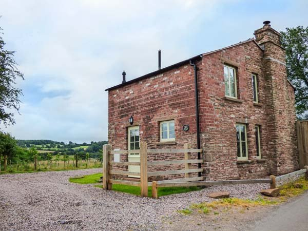 ROSE COTTAGE romantic retreat, views,woodburner, in Welsh Newton Ref 930279 - Image 1 - Llangrove - rentals