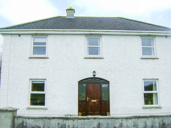 CLADDAGH HOUSE, detached, private garden, in Foxford, Ref 933544 - Image 1 - Foxford - rentals