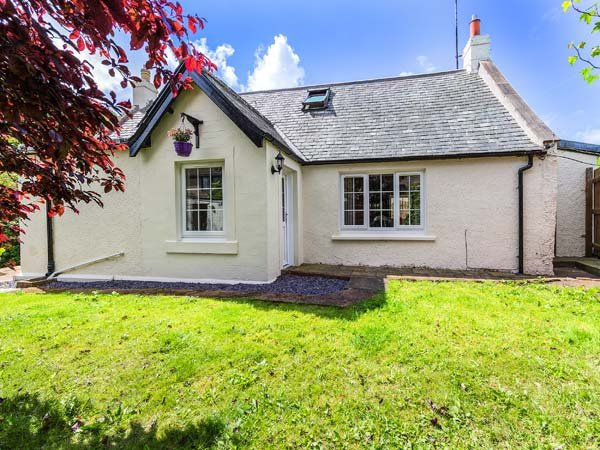 TWEED COTTAGE, pet-friendly, close to river, ground floor bedroom, Cornhill on Tweed, Ref 934939 - Image 1 - Cornhill on Tweed - rentals