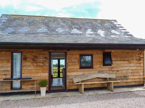 SPITFIRE BARN, mostly ground floor, WiFi, pet-friendly, countryside views, in Dover, Ref 939682 - Image 1 - Dover - rentals