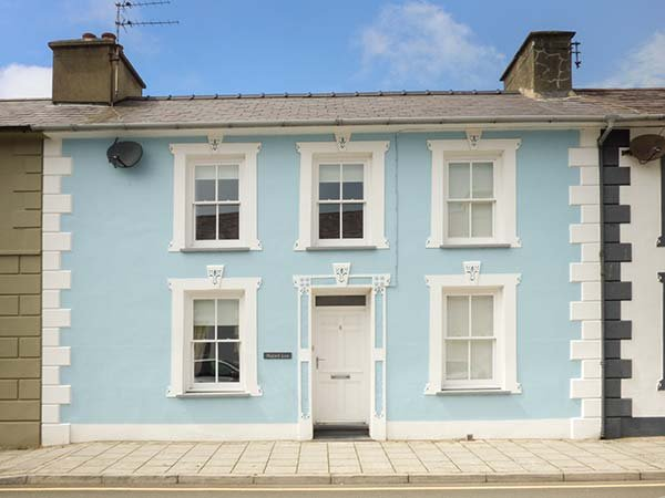 HAFOD LAS, luxury property, en-suite, off road parking, WiFi, close to amenities, in Aberaeron, Ref 941017 - Image 1 - Aberaeron - rentals