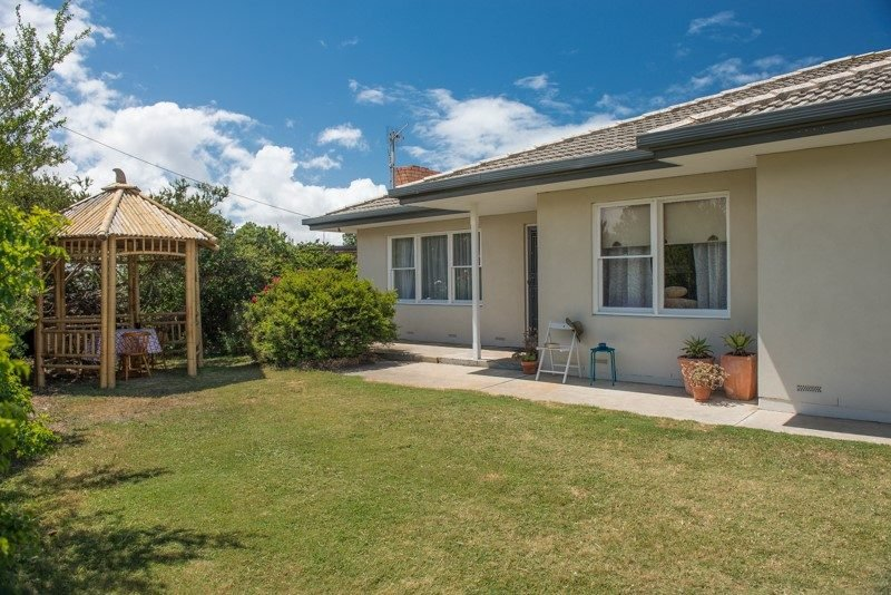 Bailey Breakaway - Pet Friendly and a Flat Walk to the Popular Surf Beaches at - Image 1 - Middleton - rentals