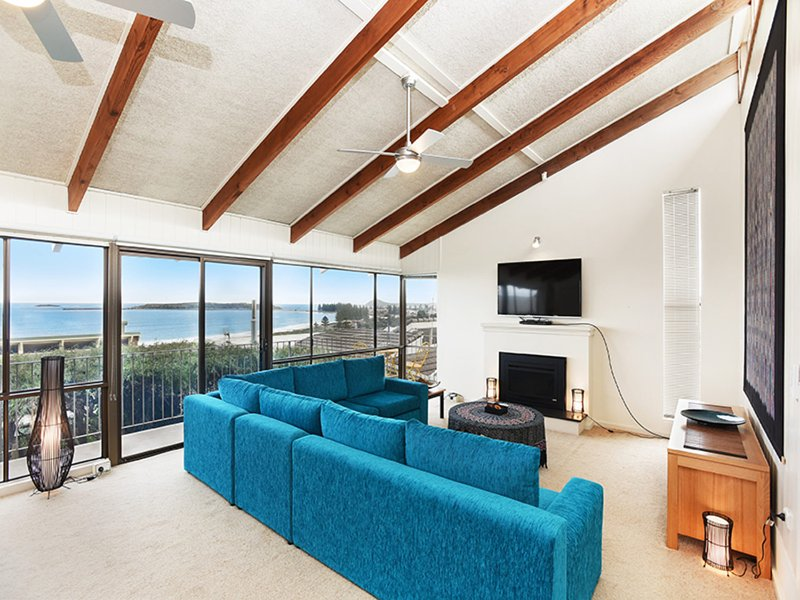 Bluffview Lookout at Victor - Panoramic Sea Views Over Victor Harbor and - Image 1 - McCracken - rentals