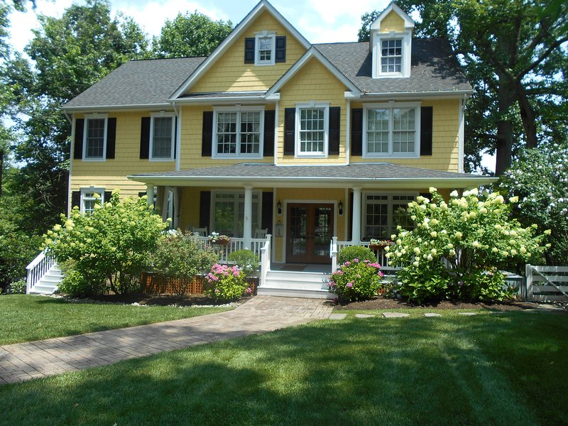Gorgeous Southern Colonial on the Water in Annapolis - The Yellow House- Gorgeous Southern Colonial - Annapolis - rentals