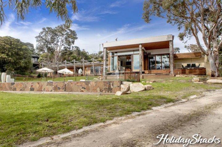 Royston Villa - Luxury Mount Eliza Retreat - Image 1 - Mt Eliza - rentals