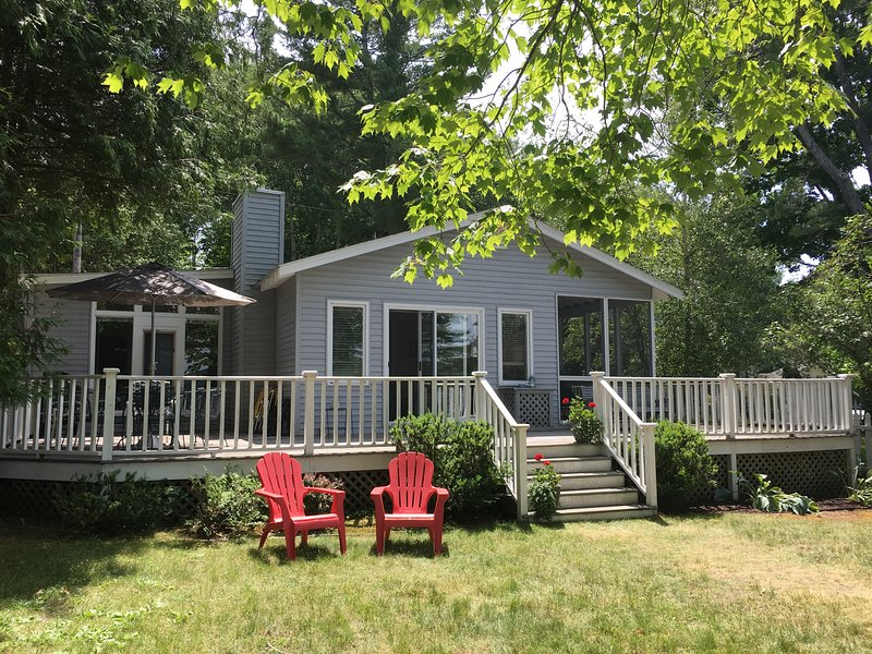 Nice, Crooked Lake Cottage in Petoskey, MI - Image 1 - Petoskey - rentals