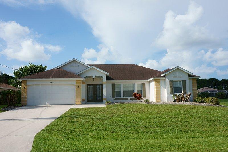 Beautiful Rotonda Villa, South Facing, Canal Views - Image 1 - Rotonda West - rentals