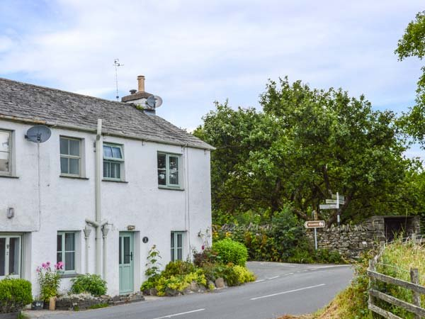 KIRRIN COTTAGE, WiFi, great walking available, open fire, Hawkshead, Ref 927498 - Image 1 - Hawkshead - rentals