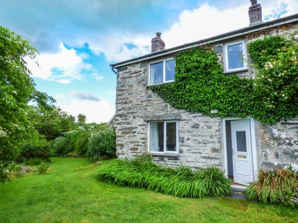 GROES NEWYDD BACH, woodburner, WiFi, pet-friendly, enclosed garden, Harlech, Ref 930206 - Image 1 - Harlech - rentals
