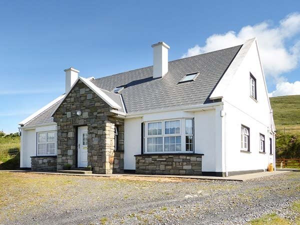 WILD ATLANTIC VIEW COTTAGE, detached, en-suites, open fire, sea views on Achill Island, Ref 939059 - Image 1 - Achill Island - rentals