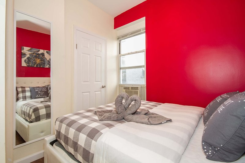 Charming Luxury 2 Bedroom 13 Min to Times Square - Image 1 - New York City - rentals