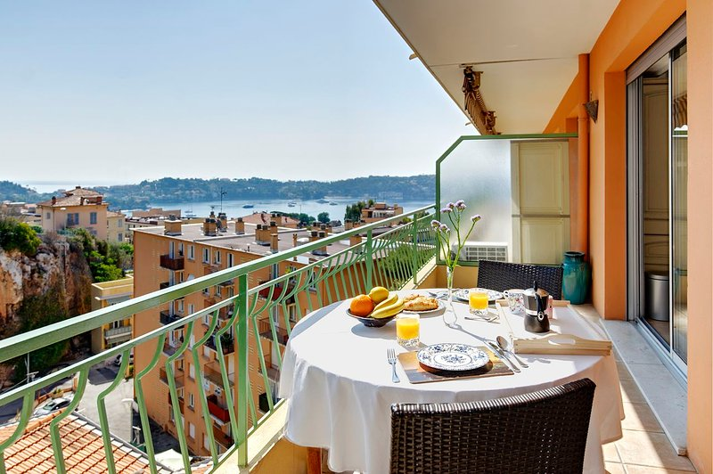 Wonderful Terrace with views of the Bay - Petit Tresor- Villefranche sur Mer Superb 1 Bedroom Little Haven - Villefranche-sur-Mer - rentals