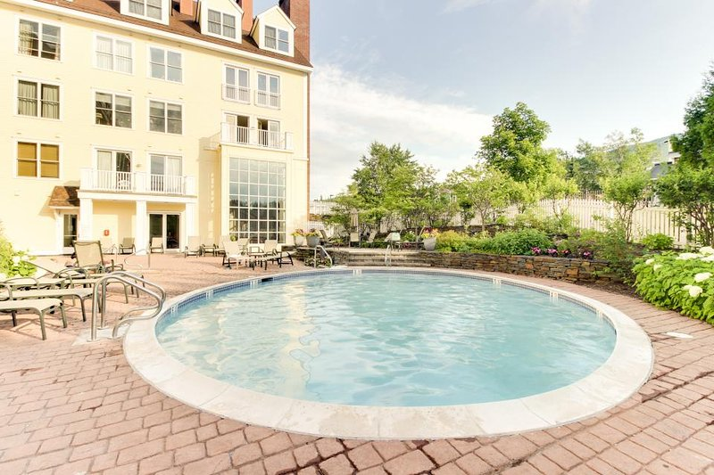 Open condo close to slopes, access to shared hot tub & pool - Image 1 - Stratton and Bromley Ski Areas - rentals