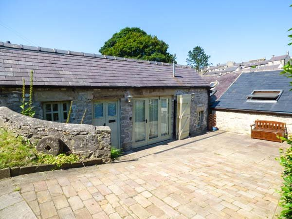 THE STABLES, romantic stable conversion, off road parking, great touring base, in Tideswell, Ref 938517 - Image 1 - Tideswell - rentals
