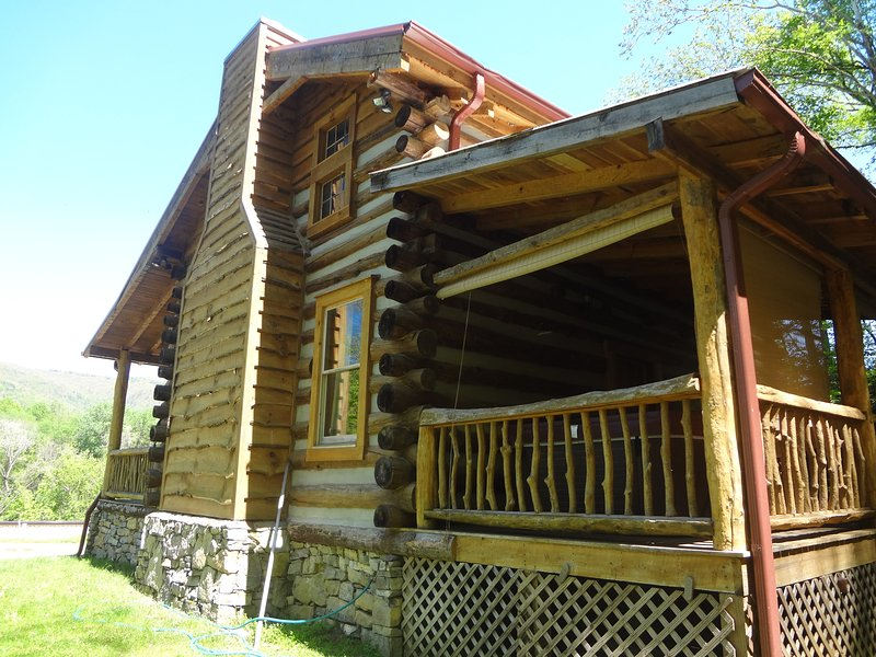 Limestone cabin! - Private and Authentic log cabin with a hot tub! - Hot Springs - rentals