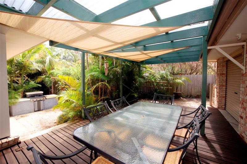 FRANGIPANI BEACH HOUSE - PET FRIENDLY  22 Belbourie Cres Boomerang Beach - Image 1 - Blueys Beach - rentals