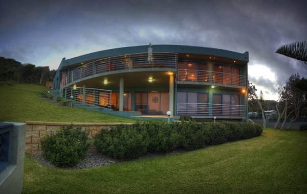 CLIFTON BEACH HOUSE   -   156 Boomerang Drive Boomerang Beach - Image 1 - Blueys Beach - rentals