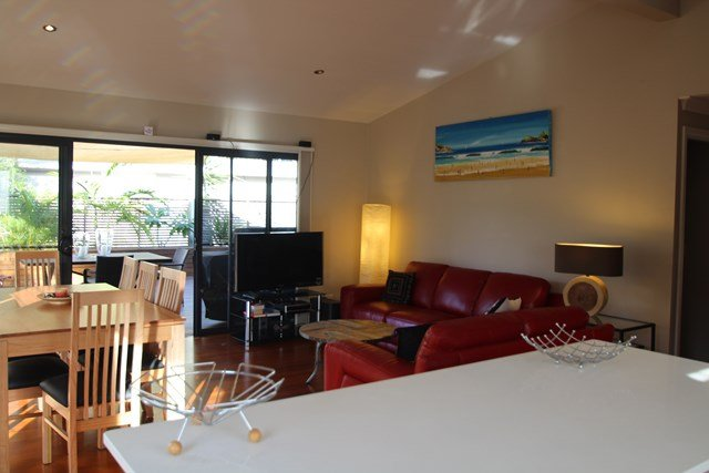 B-STINGZ   -  1/51 Belbourie Crescent Boomerang Beach - Image 1 - Blueys Beach - rentals