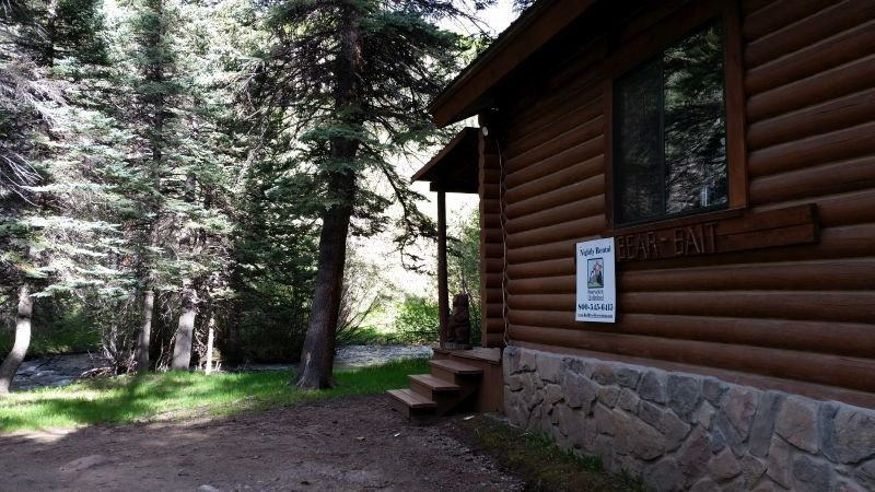 Bear Bait - Log Cabin on the River, Fire Pit, Picnic Area, WiFi, Satellite TV - Image 1 - Red River - rentals