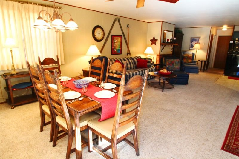 Ski View Condo #14 - Ski Views!, In Town, Single Level, King Bed, WiFi, Game Room, Laundry - Image 1 - Red River - rentals