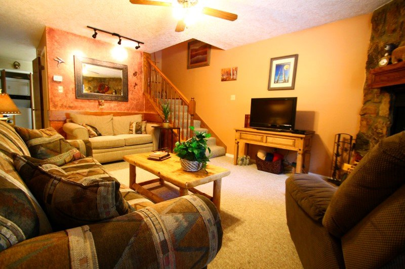 Valley Condos #113 - King Bed, WiFi, Washer/Dryer, Community Hot Tubs, Playground, Creek - Image 1 - Red River - rentals