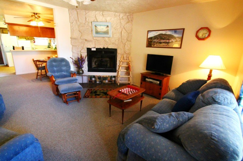 Valley Condos #125 - King Bed, WiFi, Washer/Dryer, Community Hot Tubs, Playground, Creek - Image 1 - Red River - rentals