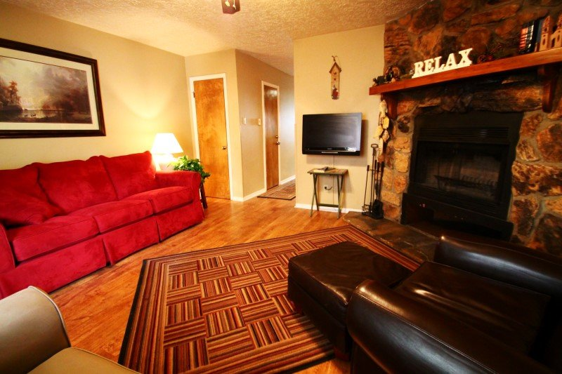 Valley Condos #122 - WiFi, Fireplace-Wood, Washer/Dryer, Community Hot Tubs, Playground, Creek - Image 1 - Red River - rentals