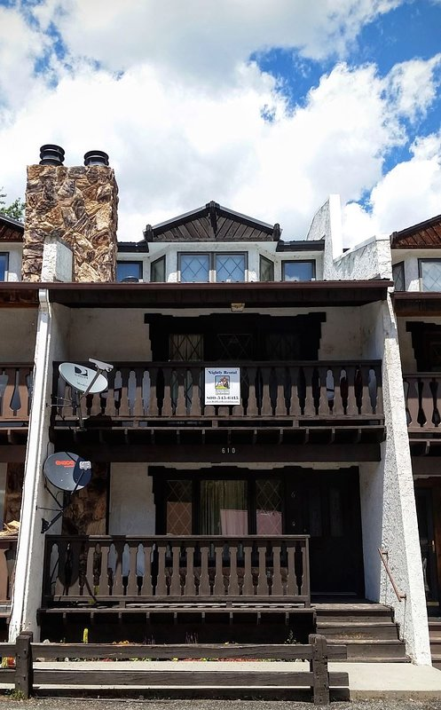 Swiss Mountain Townhouse #6 - In Town, King Bed, WiFi, Washer/Dryer - Image 1 - Red River - rentals