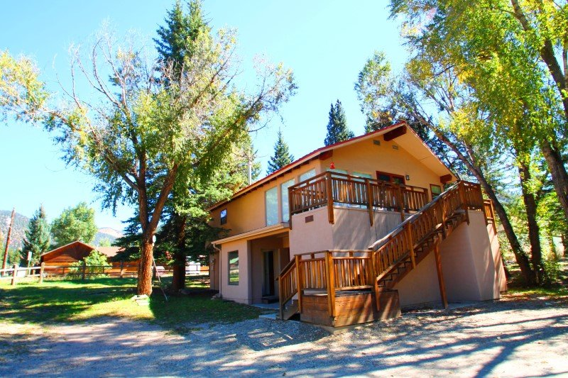 Frees Last Resort - Private Home in Town, On the River, Ski In/Out, Deck, Yard, WiFi, Washer/Dryer - Image 1 - Red River - rentals