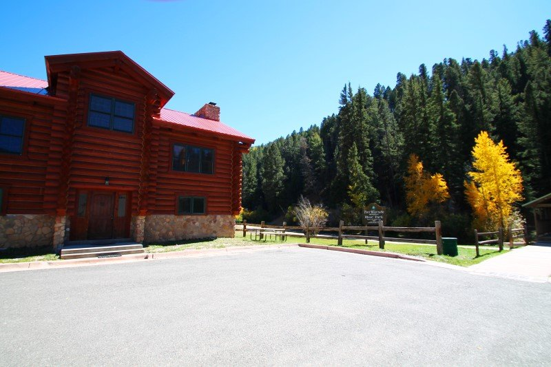 101 River Lodge - Large Log Cabin on the River, In Town, Ski In/ Ski Out, King Beds, Washer/Dryer - Image 1 - Red River - rentals