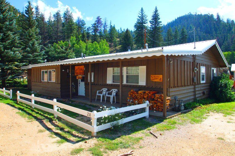 Ski Lope Lodge - Single-level Home in Town, WiFi, Satellite TV, King Beds, Washer/Dryer - Image 1 - Red River - rentals