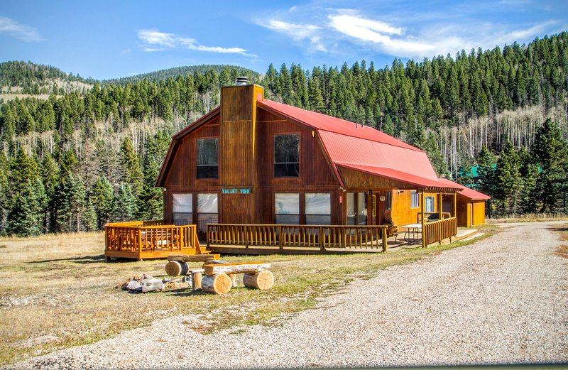 Valley View - Large Upper Valley Lodge, Fire Pits, WiFi, Satellite TV, Washer/Dryer - Image 1 - Red River - rentals