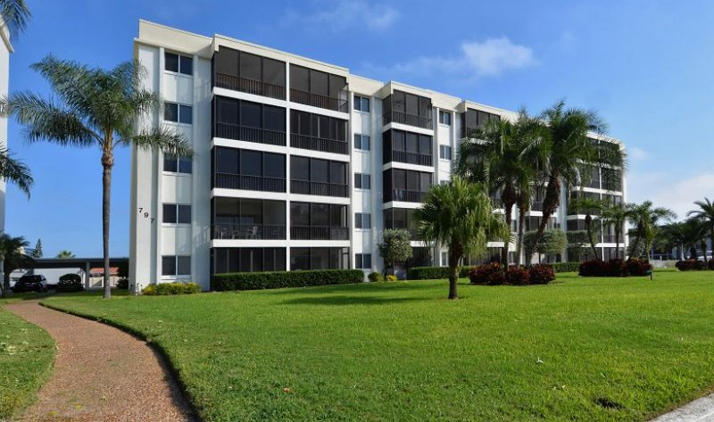 COME STAY HERE!  LOCATION! LOCATION! LOCATION - Carefree Elegance..Privately Owned SiestaKey Condo - Sarasota - rentals