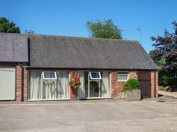 THE RETREAT, romantic, luxury holiday cottage, with hot tub in Hollington, Derbyshire, Ref 2287 - Image 1 - Hollington - rentals