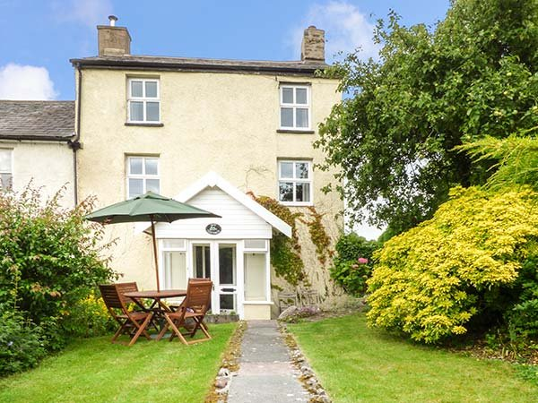 IVY COTTAGE, semi-detached, over three floors, en-suite, woodburner, parking, garden, Kirkby Lonsdale, Ref 24159 - Image 1 - Kirkby Lonsdale - rentals