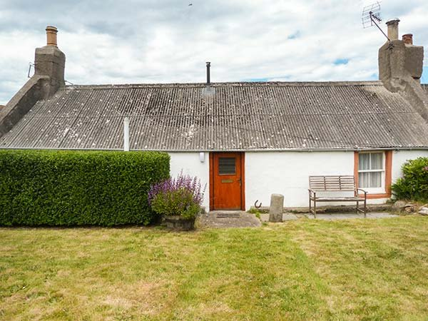LILAC COTTAGE, close to coast, all ground floor, open plan living area, Lossiemouth, Ref 6302 - Image 1 - Essex - rentals